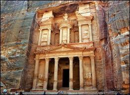 En 2014 nous avons fait un voyage en Jordanie. Nous avons traversé le Sîq pour nous rendre à Pétra. J'allais oublier, quel temple peut-on y observer ?
