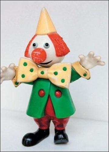 Ce personnage animé, un clown blanc faisant partie d'un cirque ambulant, a lui aussi enchanté des générations d'enfants... Trotte, trotte, ma jument, vole tu as des ailes... Qui est-il ?