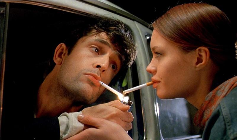 """Rupert Everett est l'acteur principal du film """"Dellamorte Dellamore"""", qui est un film... ?"""
