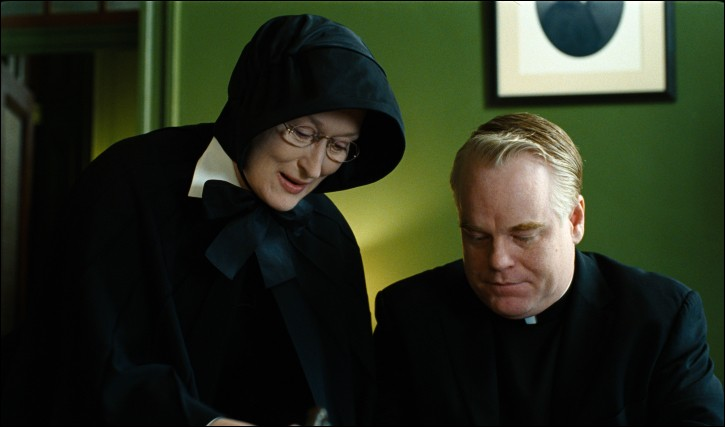 """Meryl Streep est Soeur Aloysius dans le film """"Doute"""", dont le sujet est... ?"""