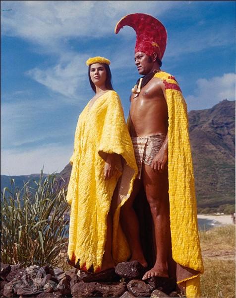 "Julie Andrews est l'héroïne du film ""Hawaï"", sorti en 1966, d'après le roman de James Michener...."