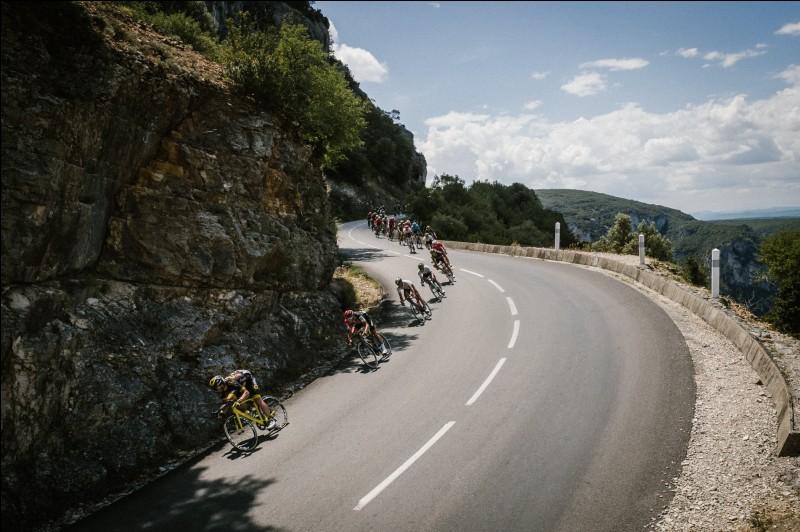 Passons d'un grand Tour à un autre. La Vuelta est la dernière course de trois semaines de la saison. Quel coureur s'est montré très régulier pour s'imposer à Madrid ?