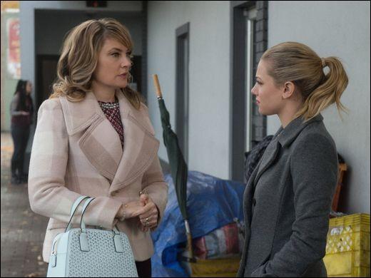 Qui débarque soudainement dans la vie de Betty et sa mère ?