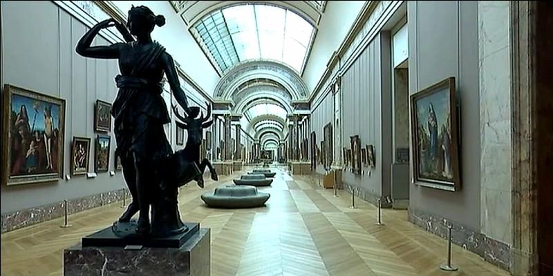 En tant que musée permanent, le Louvre fut fondé avant le British Museum de Londres.