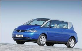 Quelle est la marque de cette voiture sortie dans les années 2000 ?