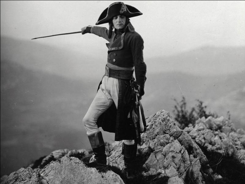 """Le film """"Napoléon"""" sorti initialement en 1927, raconte le parcours de Bonaparte, de 1781 à Brienne jusqu'en 1796 à la campagne d'Italie. Qui a réalisé le film ?"""