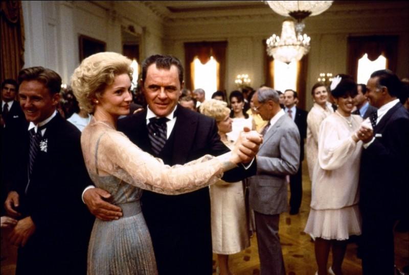 """""""Nixon"""", film d'Oliver Stone sorti en 1995, raconte l'histoire personnelle et politique de l'ancien président américain. Quel acteur incarne Nixon ?"""