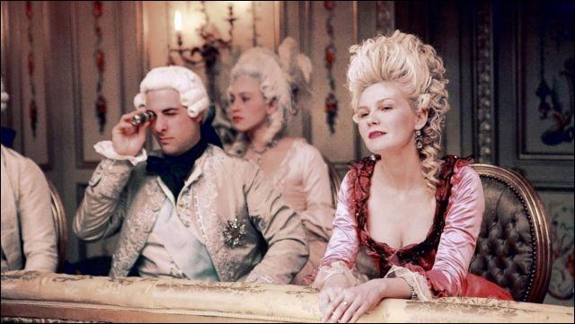 """Dans """"Marie-Antoinette"""", film écrit et réalisé par Sofia Coppola et sorti en 2006, quelle actrice incarne Marie-Antoinette ?"""