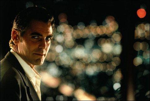 """George Clooney forme un duo avec Jennifer Lopez dans le film policier """"Hors d'atteinte"""", signé de Steven Soderbergh..."""