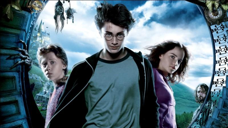 Par quoi Voldemort, remercie-t-il son serviteur ?