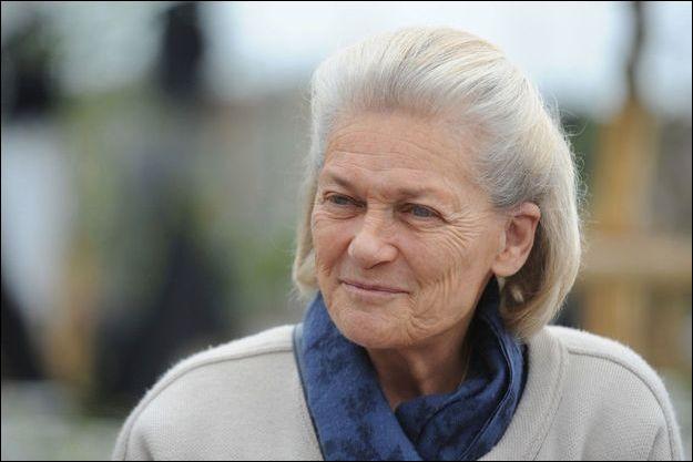 Cette femme de lettres, philosophe, née en 1944, connue pour ses réflexions philosophiques et prises de position sur la place des femmes dans la société, c'est ...