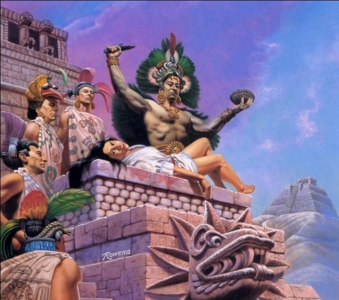 Par quel mode de sacrifice les Aztèques immolaient-ils les vierges ?