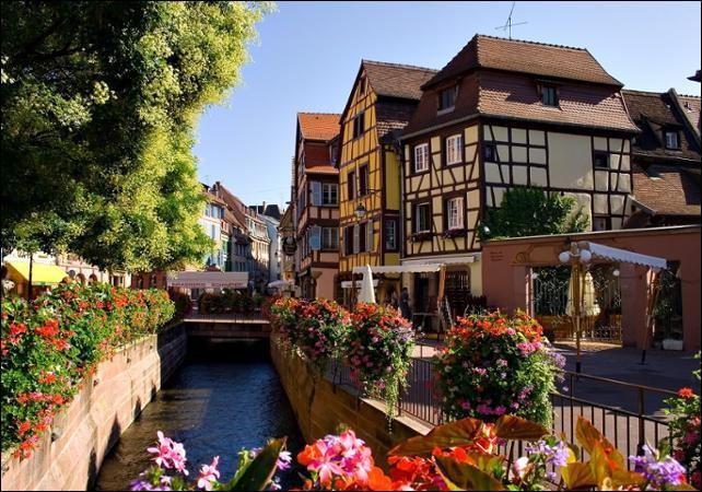 Strasbourg est une ville se situant dans le Bas-Rhin.