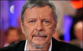 Le chanteur Renaud a un frère jumeau qui s'appelle David.