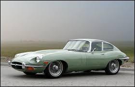 La Jaguar Type E est une voiture anglaise produite dans les années 40 et 50.