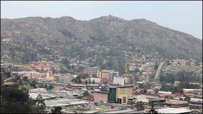 Cette ville africaine, petite capitale de l'ex-Swaziland, c'est :