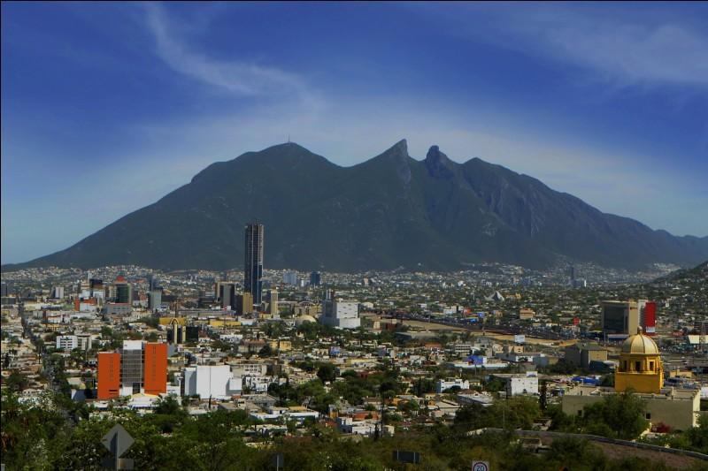 Cette grande ville mexicaine, dans le nord-est du pays, dont l'agglomération compte près de 4 millions d'habitants, c'est :