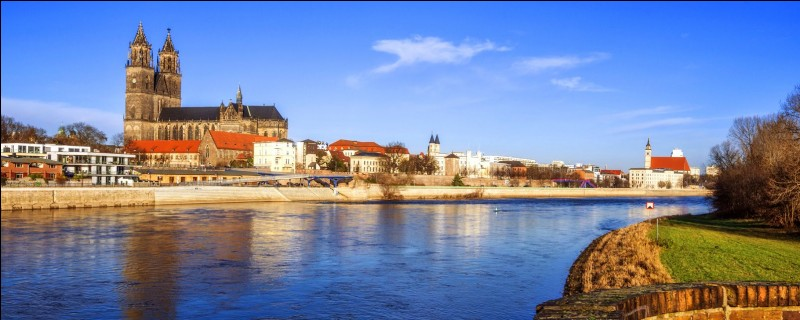 Cette ville allemande de 230 000 habitants, sur l'Elbe, c'est :