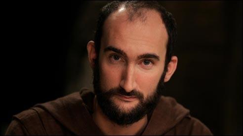 Dans un des épisodes pilotes, précurseurs de la série, on apprend le prénom d'un des tontons de Père Blaise. Quel est-il ?
