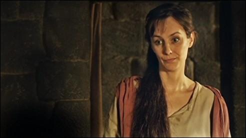Dans la vie, avec quel autre acteur de la série, l'actrice interprétant Nessa est-elle en couple ?
