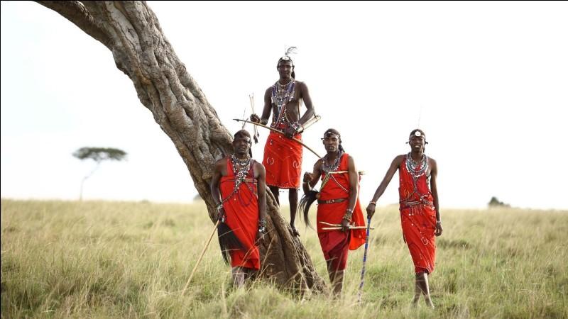 Dans quel pays se situe la réserve nationale de Maasai Mara, célèbre pour sa population de lions et de panthères ?