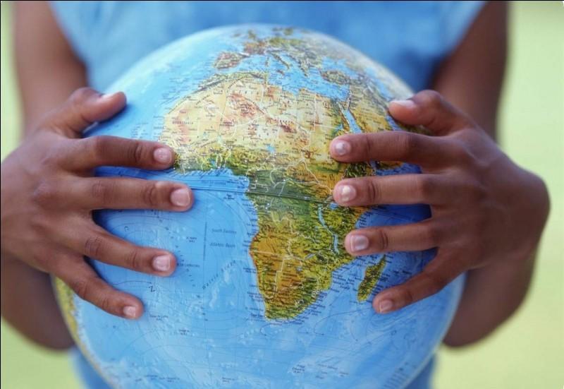 Quel archipel est situé au large de la côte occidentale de l'Afrique ?
