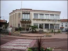 Nous sommes maintenant en Auvergne-Rhône-Alpes, à Balbigny. Ville de l'arrondissement de Roanne, elle se situe dans le département ...