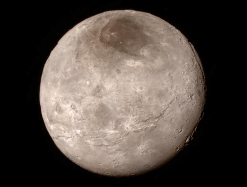 Charon est un satellite en orbite de ...