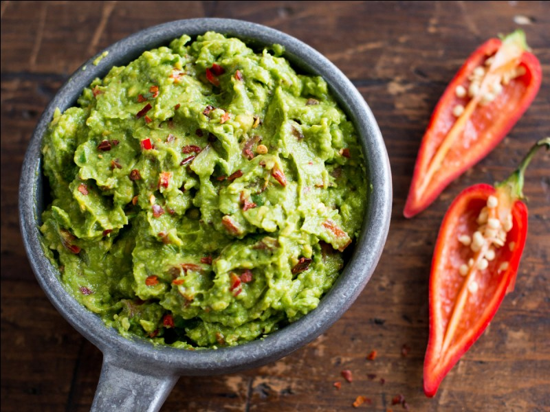 Comment appelle-t-on la préparation mexicaine à base de purée d'avocats, de tomates et d'oignons ?