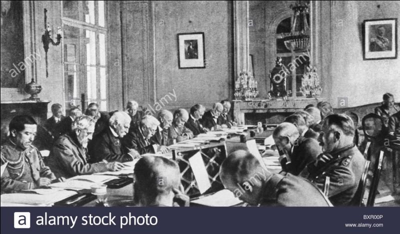 Le 10 janvier 1920, un traité, signé le 28 juin 1919, entre en vigueur et entérine la fin de la guerre 14-18.Quel est ce traité ?