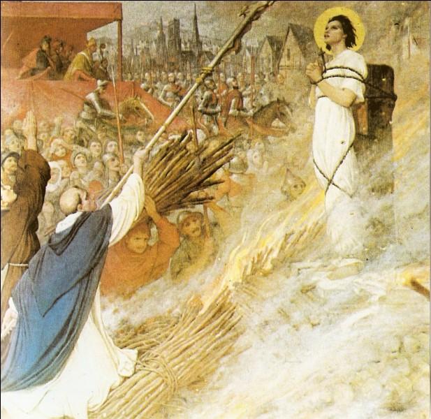 Jeanne est condamnée au bûcher, que firent les Anglais pour éviter qu'un culte soit porter à ses restes ?