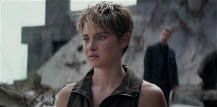 Quelle raison Tris a-t-elle donnée pour s'être coupé les cheveux ?