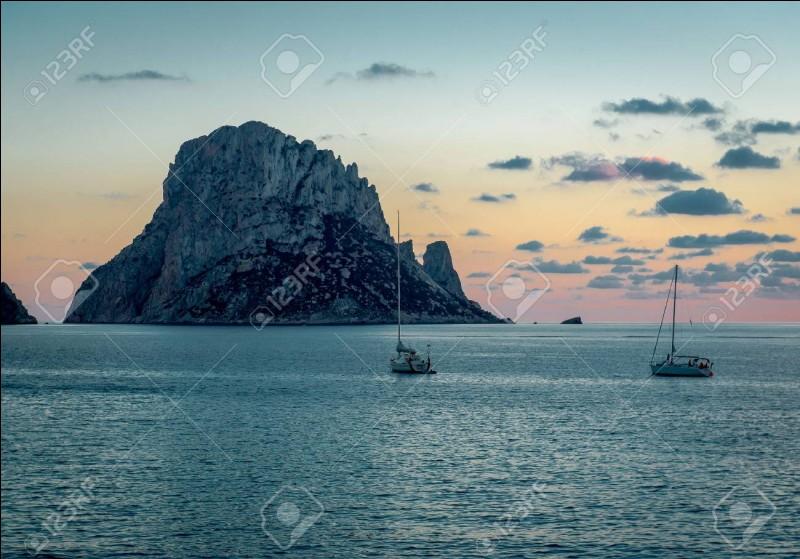 """""""L'Île mystérieuse"""" est un long-métrage adapté d'un roman de Jules Verne."""