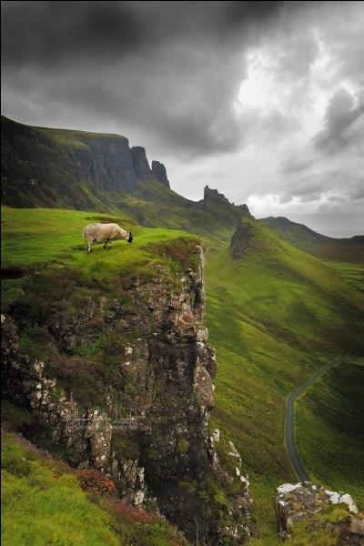 Deuxième plus grande île du pays, une des destinations préférées pour Sainte-Laud, l'Île de Skye offre des paysages typiques à faire rêver comme celui-ci : '' Keys to the Kingdom ''. Le lieu s'appelle Quiraing. Quel est ce pays, le plus nordique du Royaume-Uni ?