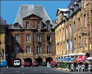 Dans quelle ville est né Arthur Rimbaud ?