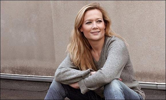 Quelle était la profession de Caroline Vigneaux avant de devenir humoriste, en 2009 ?