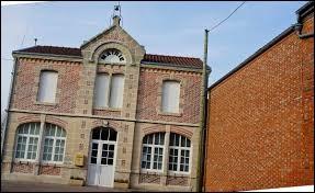 Nous partons à présent dans la Marne, à Dampierre-le-Château. Nous serons dans l'ancienne région ...