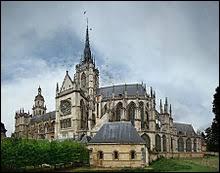 Évreux est la préfecture de l'Eure. Elle se situe dans l'ancienne région Basse-Normandie.