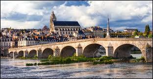 Blois est la préfecture du Loir-et-Cher, en région Centre-Val-de-Loire.