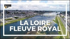 La Loire, plus long fleuve de France, naît sur le Plateau de Langres.