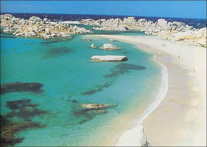 Quel archipel au sud de la Corse est classé réserve naturelle depuis 1981 ?