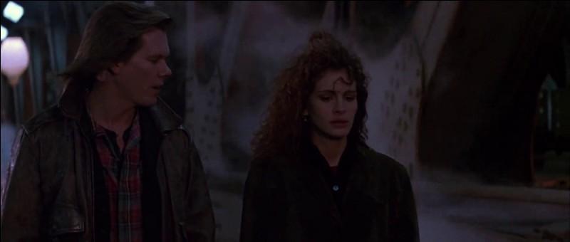 """Le film """"Les nuits avec mon ennemi"""", avec Julia Roberts, parle de quel thème ?"""