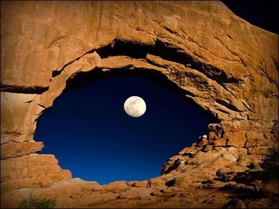 """""""La nuit des temps"""" est un célèbre roman de René Barjavel, dont l'action se passe en un lieu atypique. Où donc ?"""