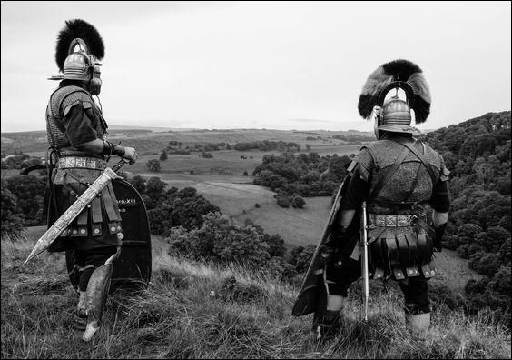 Deux centurions de la onzième légions figurant parmi les rares soldats cités par Jules César dans la guerre des Gaules. Qui sont-ils