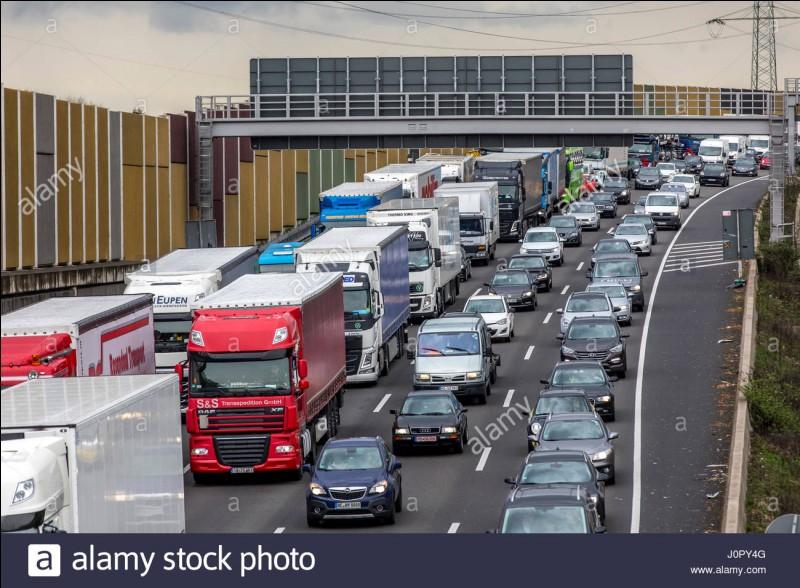 Quelle autoroute relie l'A1 à Paris ?