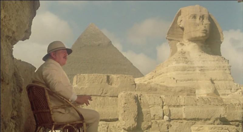 """Paysages magnifiques au fil de cette croisière de luxe sur le Nil, dans le film """"Mort sur le Nil"""", dont l'auteur est ?"""