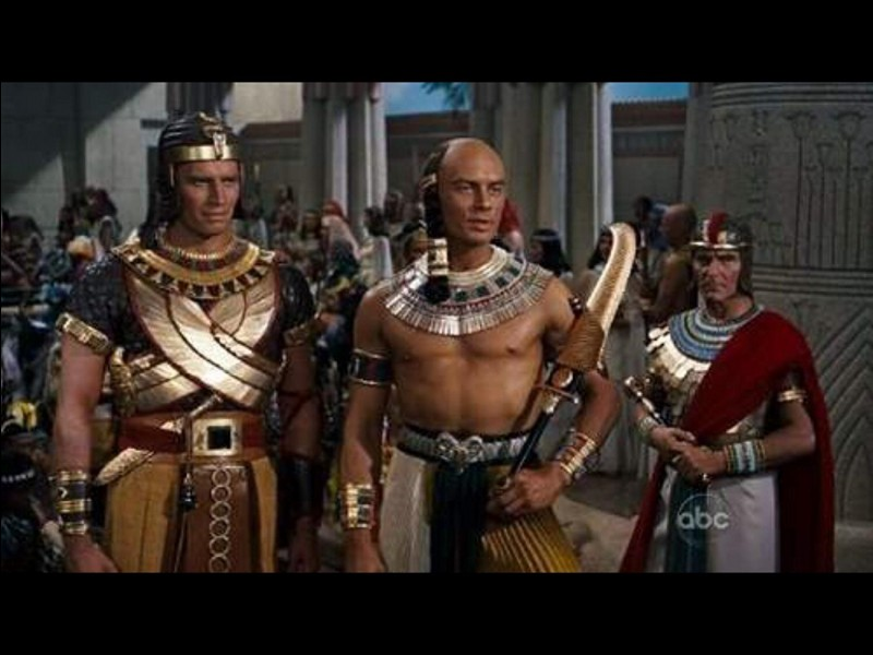 """L'histoire se mêle à la légende dans le film à grand spectacle de Cecil B. De Mille """"Les dix commandements"""". Qui est le pharaon dont Moïse est le demi-frère d'adoption ?"""