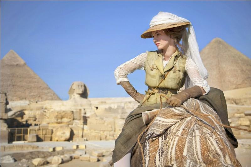 L'aventure au pied des pyramides pour une française, tout droit sortie de la bande dessinée de Tardi. Qui est cette héroïne ?