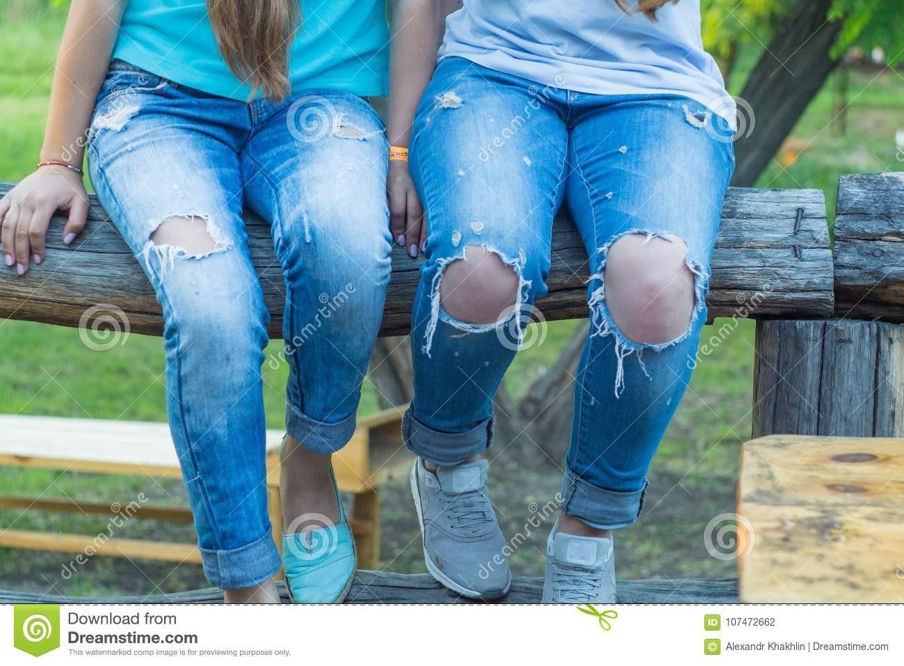 Mon pantalon est décousu, si ça continue, on verra l'trou d'ma culotte