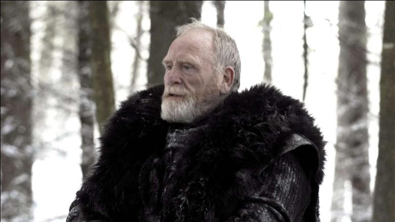 Jeor Mormont meurt dans la saison 3.